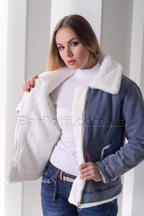 Стильная джинсовая куртка с эко мехом